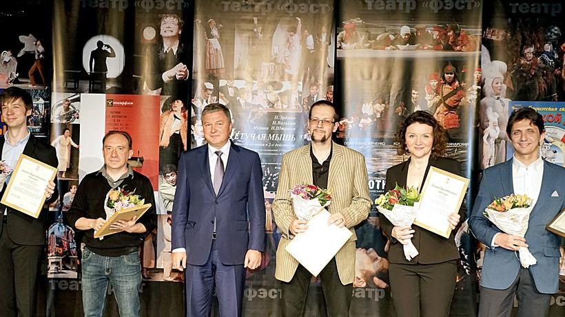 Более 50 сотрудников театра «ФЭСТ» в Мытищах получили награды в честь юбилея