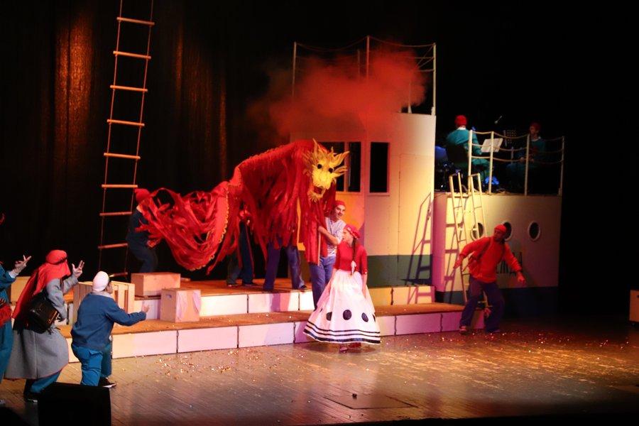Новогодняя премьера в театре «ФЭСТ» - статья на портале округа Мытищи