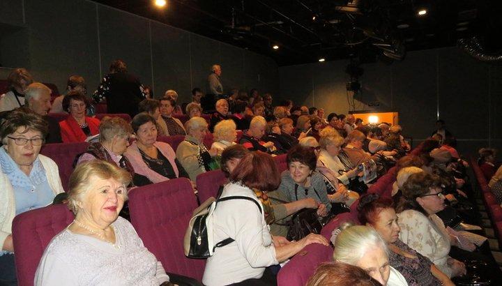 Пенсионеры Мытищ посмотрели спектакль «Варшавская мелодия» в театре «ФЭСТ»